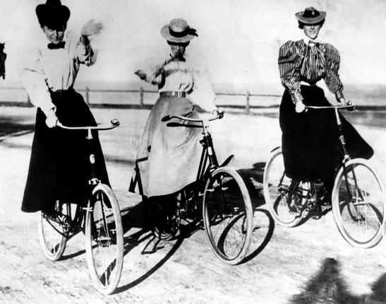 women-riding-bicycles-1900