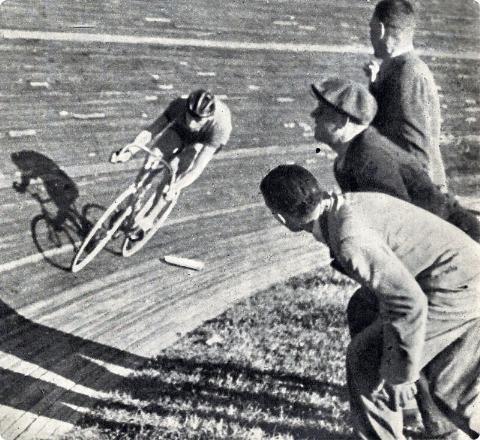Fausto Coppi during his Hour at the Vigorelli Velodrome, 1942