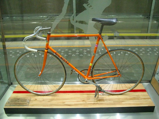 Eddy Merckx's 1972 Hour Record bicycle, on display at Eddy Merckx metro station in Brussels. CC BY-SA 3.0