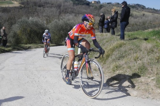Megan Guarnier leads from Ashleigh Moolman during the 2015 Strade Bianchi (Photo ANSA)