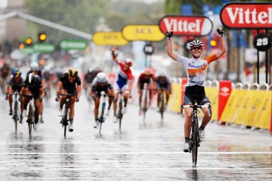 Anna van der Breggen wins the 2015 La Course. Photo: Getty Images Sport