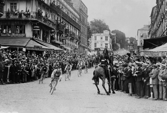 Octavio Bottecchia leads through the streets of St-Cloud, 1925