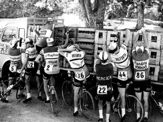 Domestiques load up on beer, 1964