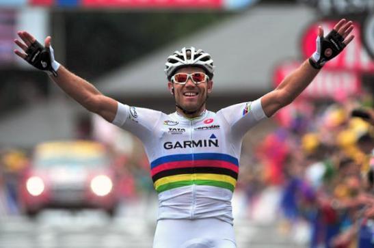 Thor Hushovd raises his arm in victory. Stage 13, Pau-Lourdes, 2011 Tour de France
