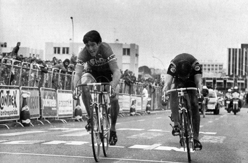 Sean Kelly holds out to win the sprint against a surging Gerrie Knetemann on stage 6 of Le Tour, 5 July 1978