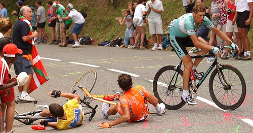 Jan Ullrich manoeuvres around Lance Armstrong and Iban Mayo on the slopes of Luz Ardiden.