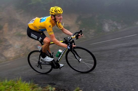 Bradley Wiggins descends the Col de Mente, 2012