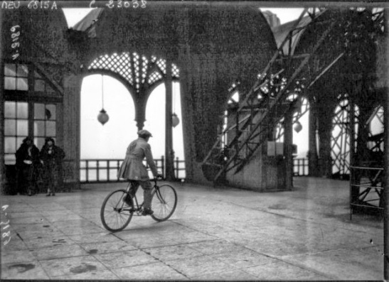Cycling down the Eiffel Tower (3).jpg